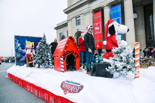 dominion energy christmas parade 2017caroline martin photography550 - Kings Dominion Christmas